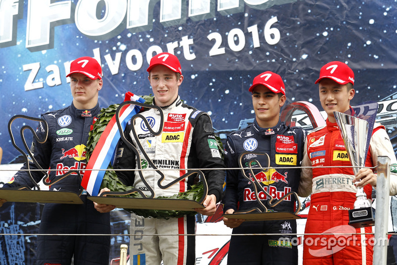 Podio: il vincitore della gara Joel Eriksson, Motopark Dallara F316 – Volkswagen; il secondo classif