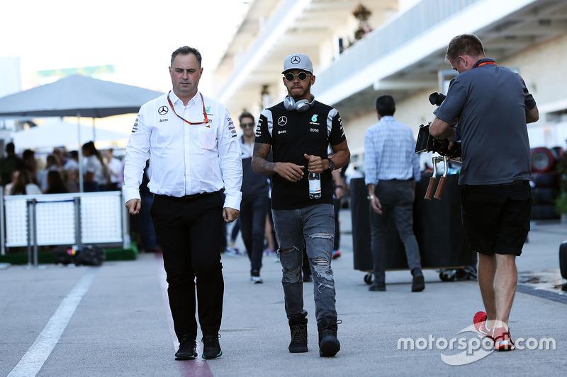 Ron Meadows, Mercedes GP Team Manager con Lewis Hamilton, Mercedes AMG F1