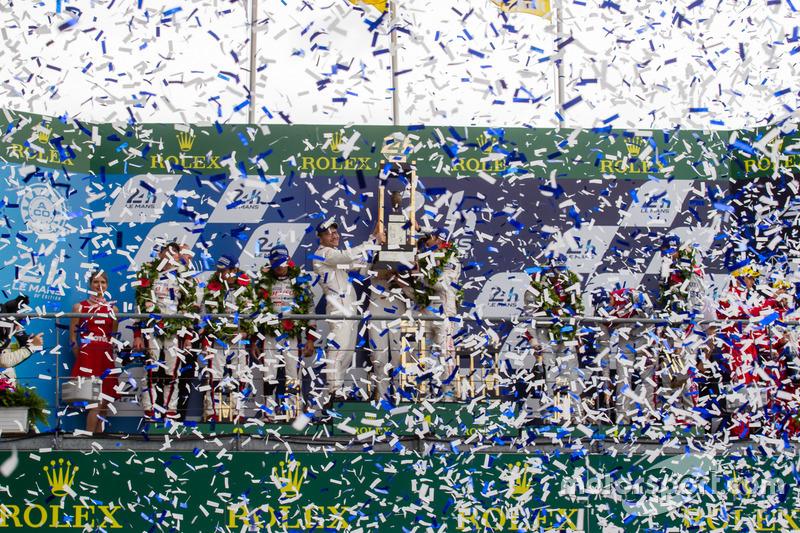 LMP1 podio: clase y los ganadores de la general#2 Porsche Team Porsche 919 Hybrid: Romain Dumas, Neel Jani, Marc Lieb, segundo lugar #6 Toyota Racing Toyota TS050 Hybrid: Stéphane Sarrazin, Mike Conway, Kamui Kobayashi, tercer lugar  #8 Audi Sport Team Joest Audi R18: Lucas di Grassi, Loic Duval, Oliver Jarvis, Ganadores del Premio corsario #12 Rebellion Racing Rebellion R-One AER: Nicolas Prost, Nick Heidfeld, Nelson Piquet Jr.
