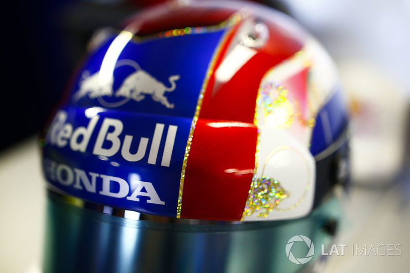 Detalle del casco de Pierre Gasly, Toro Rosso