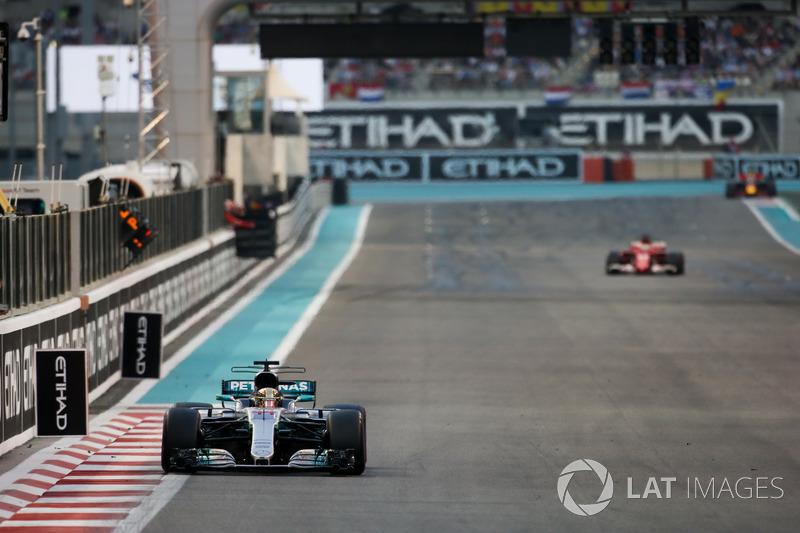 Lewis Hamilton, Mercedes F1 W08, Sebastian Vettel, Ferrari SF70H