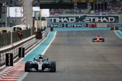 Lewis Hamilton, Mercedes F1 W08 y Sebastian Vettel, Ferrari SF70H