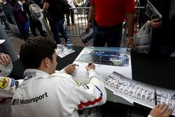 #25 BMW Team RLL BMW M8 GTE: Connor De Phillippi