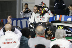 Race winner Esteban Guerrieri, Honda Racing Team JAS, Honda Civic WTCC with Tiago Monteiro, Honda Ra