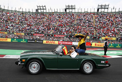 Carlos Sainz Jr., Renault Sport F1 Team, in the drivers parade