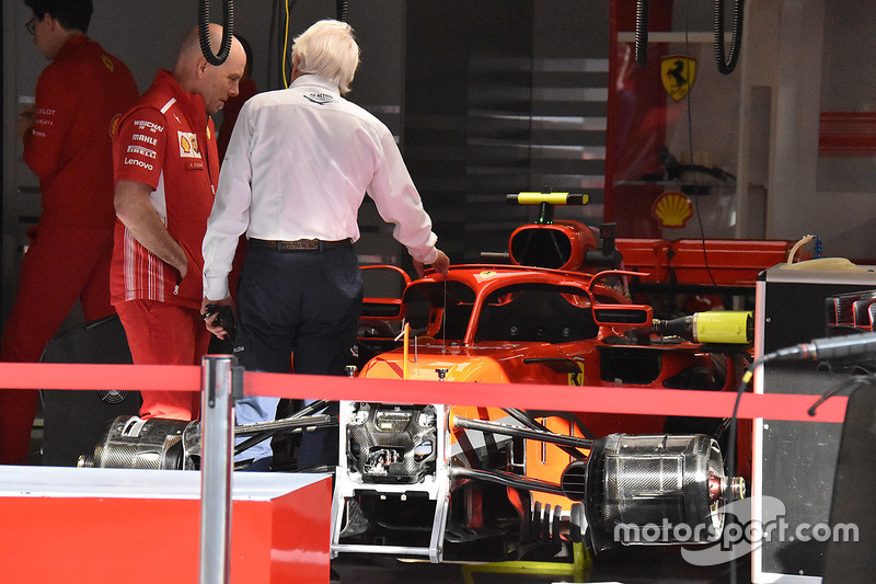 Charlie Whiting, Ferrari SF71H with mirrors on halo