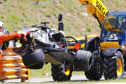 Эвакуация с трассы разбитого автомобиля VF-18 Ромена Грожана, Haas F1 Team