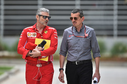 Руководитель Ferrari Маурицио Арривабене и глава Haas F1 Team Гюнтер Штайнер