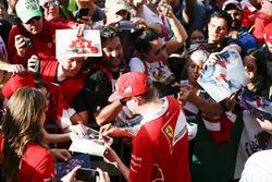 Kimi Raikkonen, Ferrari, signe des autographes