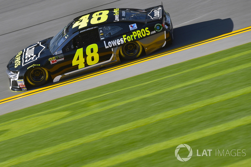 Crash: Jimmie Johnson, Hendrick Motorsports, Chevrolet