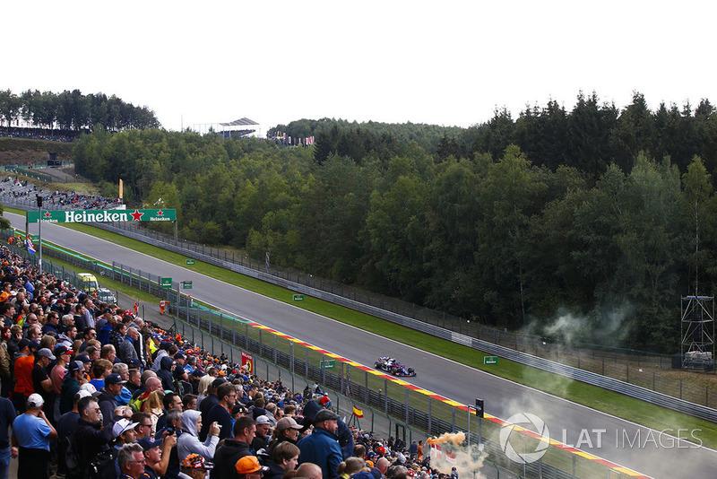 "<img src=""https://cdn-1.motorsport.com/static/custom/car-thumbs/F1_2018/TESTS/tororosso.png"" alt="""" width=""250"" /> Toro Rosso"
