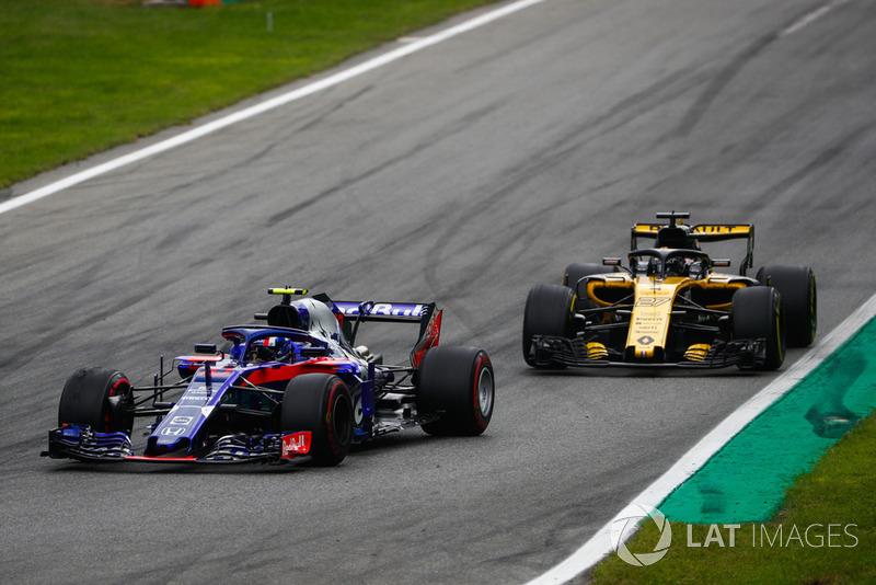 Pierre Gasly, Toro Rosso STR13, y Nico Hulkenberg, Renault Sport F1 Team R.S. 18