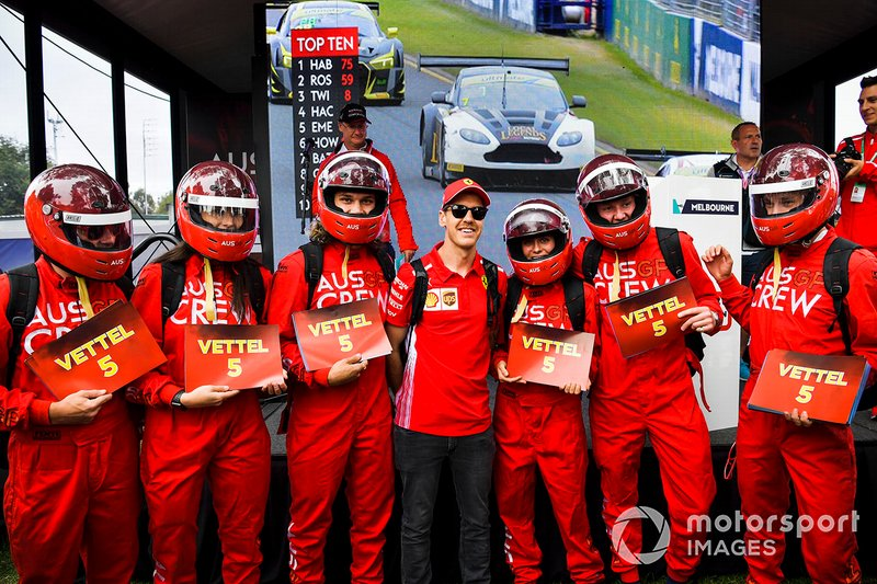 Sebastian Vettel, Ferrari, con fans