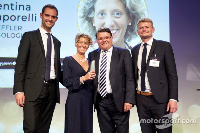 "Valentina Temporelli, Customer Relationship Marketing Director Global Key Account Automotive di Schaeffler, premiata fra le fra le ""Rising Stars"" del periodico ""Automotive News Europe"" in Svezia"