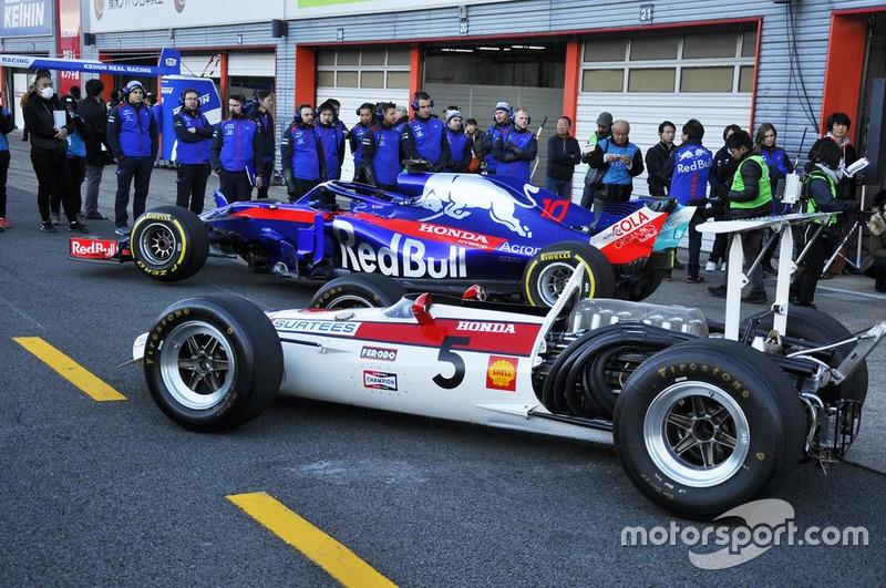 Toro Rosso STR 13 и Honda RA 301