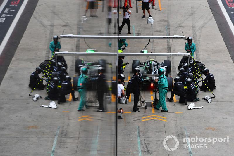 Valtteri Bottas, Mercedes AMG F1 W09 EQ Power+, pit stop