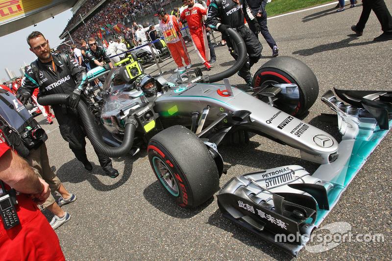 Nico Rosberg, Mercedes AMG F1 Team W07 on the grid