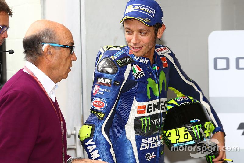 Terzo, Valentino Rossi, Yamaha Factory Racing con Carmelo Ezpeleta, CEO di Dorna