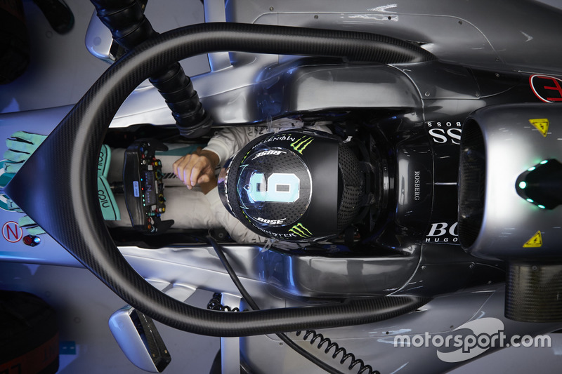 Nico Rosberg, Mercedes AMG F1 W07 Hybrid, mit Halo-Cockpitschutz
