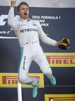 Podium: winnaar Nico Rosberg, Mercedes AMG F1 Team