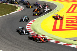 Sebastian Vettel, Ferrari SF70H, Lewis Hamilton, Mercedes AMG F1 W08, Valtteri Bottas, Mercedes AMG F1 W08, the rest of the field as Kimi Raikkonen, Ferrari SF70H, runs wide after contact