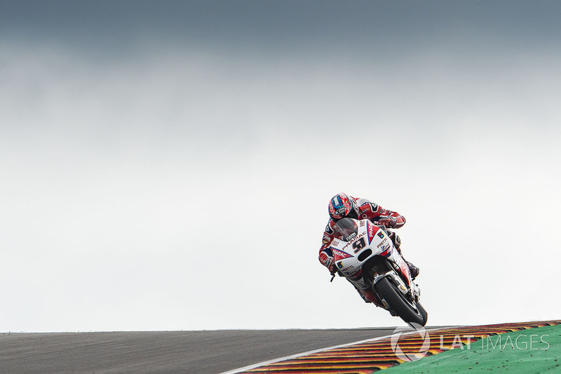 Danilo Petrucci, Pramac Racing, almost crashing