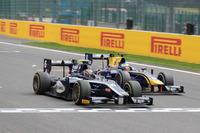 Artem Markelov passes Oliver Rowland