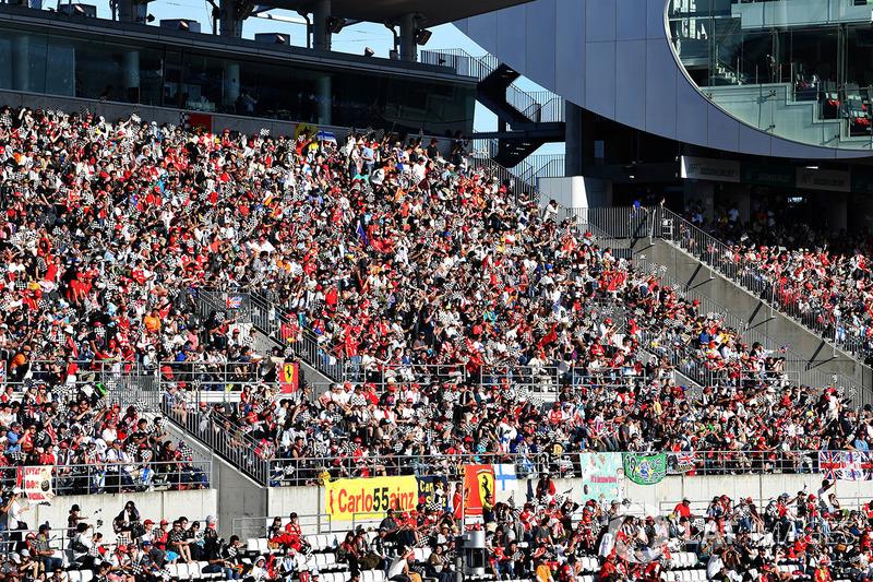 Os fãs japoneses lotaram o circuito de Suzuka