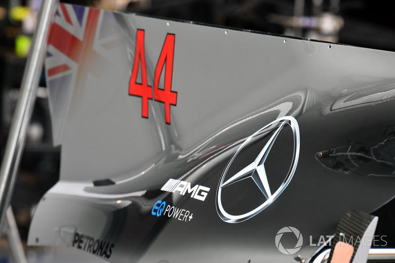 Mercedes-Benz F1 W08 detalle de la aleta de tapa motor