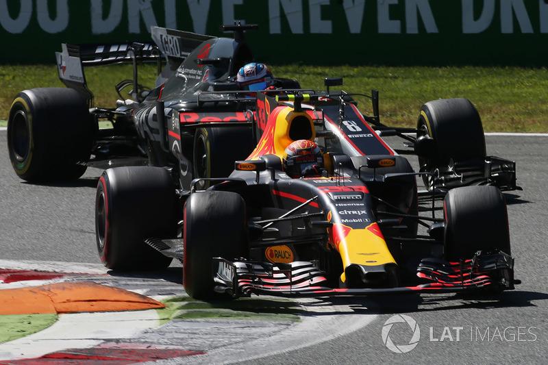 Max Verstappen, Red Bull Racing RB13, Romain Grosjean, Haas F1 Team Team VF-17