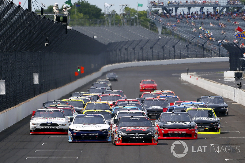 Kyle Busch, Joe Gibbs Racing Toyota, William Byron, JR Motorsports Chevrolet and Ty Dillon, Richard Childress Racing Chevrolet
