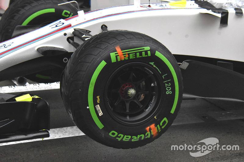 威廉姆斯FW40赛车前轮细节图