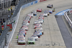 William Byron, JR Motorsports Chevrolet and Daniel Suárez, Joe Gibbs Racing Toyota lead the field to the green flag