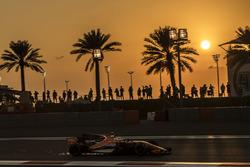 Stoffel Vandoorne, McLaren MCL32 sparks