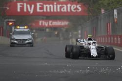 Sergey Sirotkin, Williams FW41 with broken front suspension