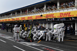 Sergey Sirotkin, Williams FW41, make a pit stop