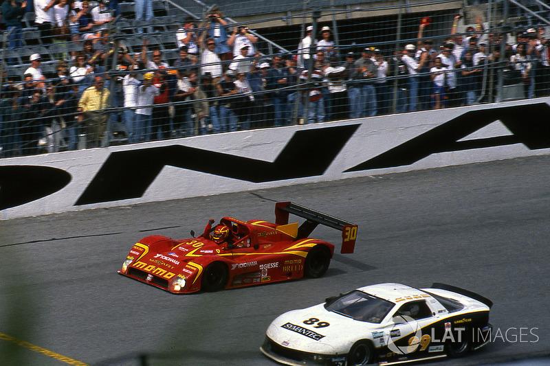1998: Pemenang lomba Gianpiero Moretti, Arie Luyendyk, Mauro Baldi, Didier Theys, Ferrari 333 SP