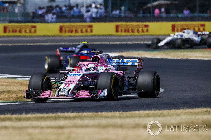 Sergio Perez, Force India VJM11, y Pierre Gasly, Toro Rosso STR13