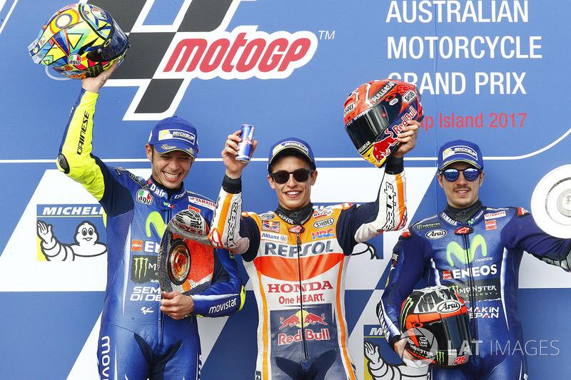 Подіум: друге місце Валентино Россі, Yamaha Factory Racing, переможець гонки Марк Маркес, Repsol Honda Team, третє місце Маверік Віньялес, Yamaha Factory Racing