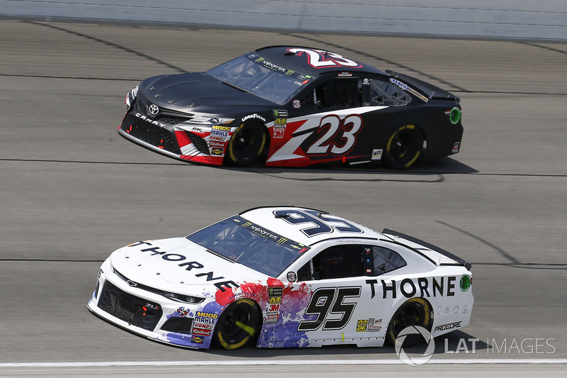 Kasey Kahne, Leavine Family Racing, Chevrolet Camaro Thorne Wellness e Gray Gaulding, BK Racing, Toyota Camry BK Racing
