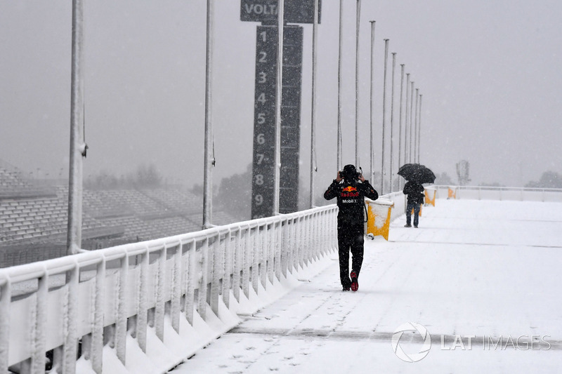 Snow stops testing on day three