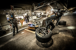Pit stop, #76 R-Motorsport Aston Martin V12 Vantage: Nicki Thiim, Jake Dennis, Matthieu Vaxivière