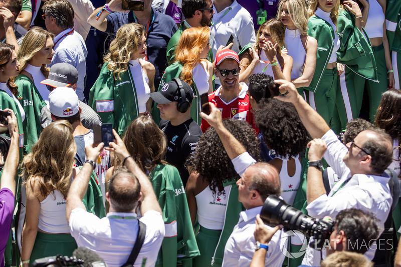 Valtteri Bottas, Mercedes AMG F1 Ve Sebastian Vettel, Ferrari pilotlar geçit töreninde