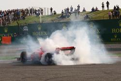 Sebastian Vettel, Ferrari SF71H va in testacoda dopo il contatto con Max Verstappen, Red Bull Racing RB14
