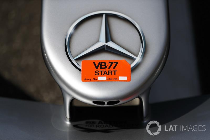 Logo Mercedes sur la voiture de Valtteri Bottas