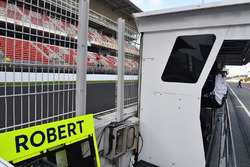Pit board for Robert Kubica, Williams