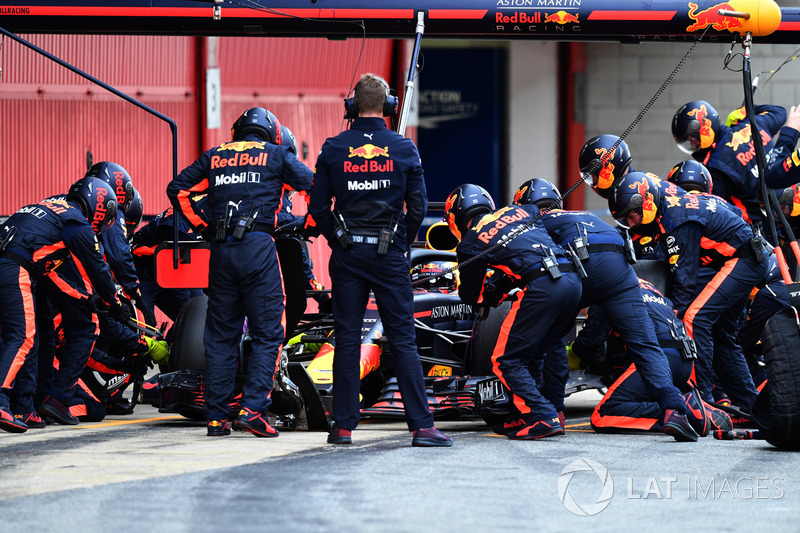 Arrêt au stand pour Max Verstappen, Red Bull Racing RB14