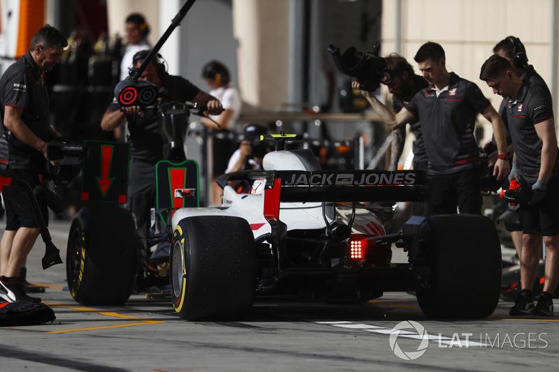 Kevin Magnussen, Haas F1 Team VF-18 Ferrari, in the pits