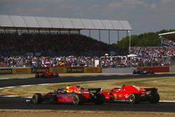 Kimi Raikkonen, Ferrari SH71H en Max Verstappen, Red Bull Racing RB14