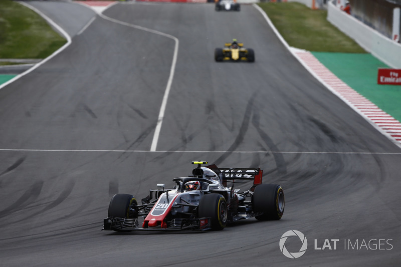 Кевин Магнуссен, Haas F1 Team VF-18, и Карлос Сайнс, Renault Sport F1 Team RS18